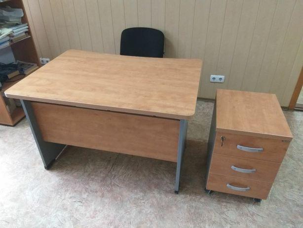 столы офисные хорошего качества и в отличном состоянии