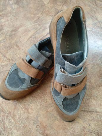 Продам кроссовки для девочки из замши
