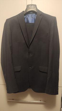 Męski garnitur mało używany