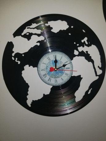 Relógio de Parede em Vinil - Planeta