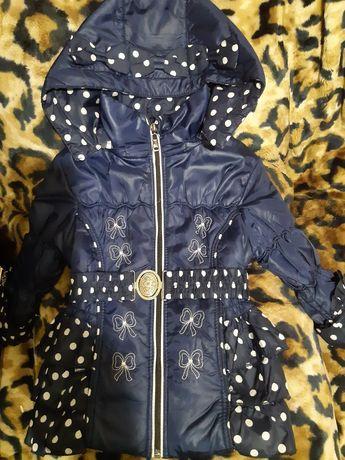 Продам демисезонную куртку для девочки