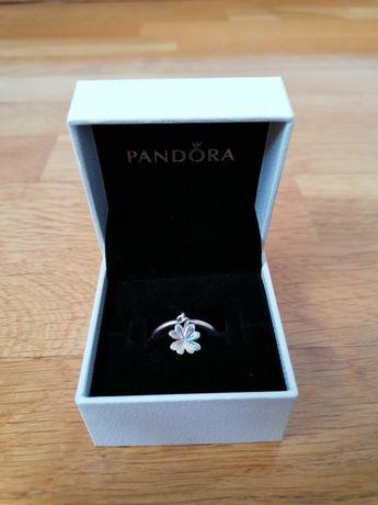 NOVO Anel Pandora Dangling Clover