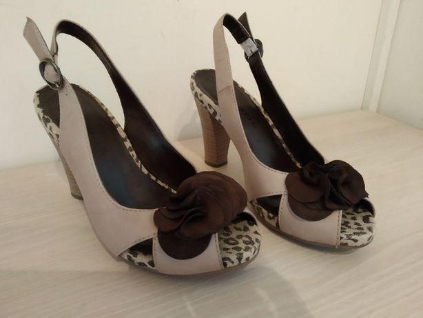 beżowe sandały na obcasie tamaris rozmiar 36