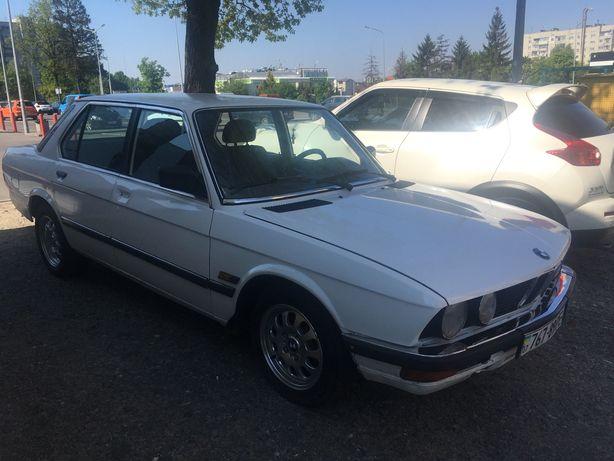 BMW 524 e28 акула