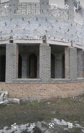 Продается дом недострой современной постройки с участком земли