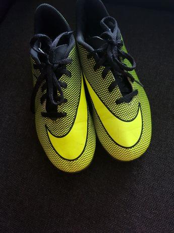 Buty sportkowe korki Nike rozm. 36