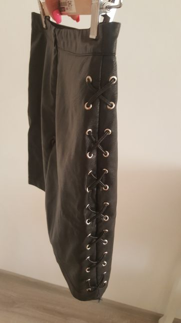 spodniczka skórzana czarna z wiązaniami na bokach