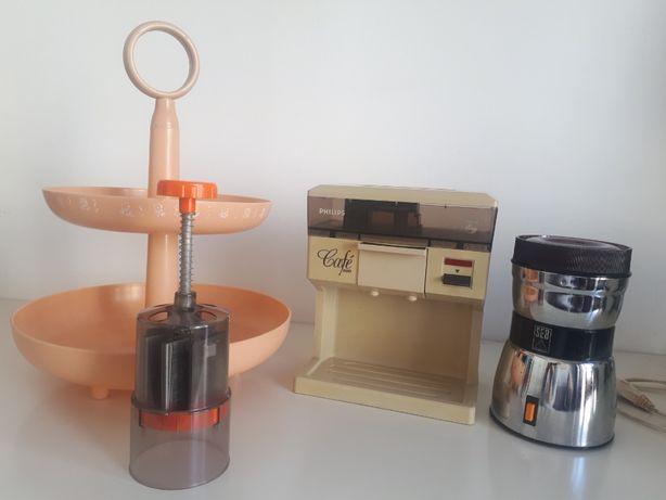 Cozinha vintage: Fruteira, cortador legumes, máquina e moinho café