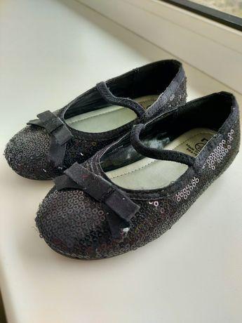 Чёрные туфельки в паетках Mothercare на девочку,24 размер 14.5 см