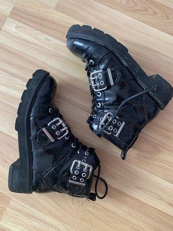 Черные ботинки на тракторной подошве Bershka