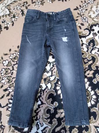 Продам джинсы на 4-5 лет на рост 110