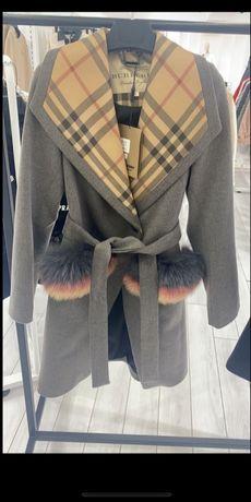 Płaszcz Burberry naturalne futro