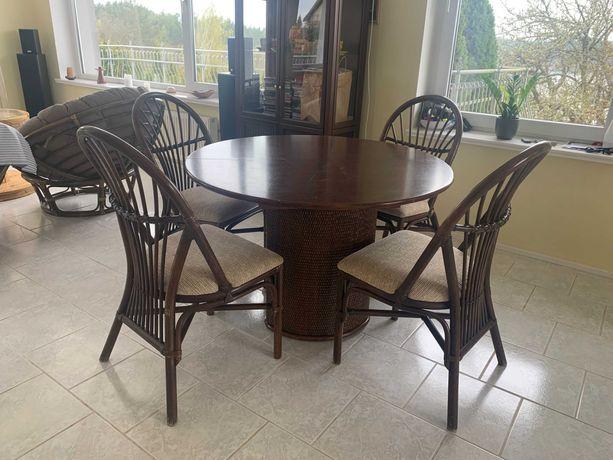 Stół i 4 krzesła (drewno, rattan)