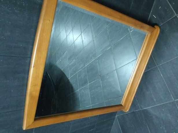 Espelho com aro em madeira