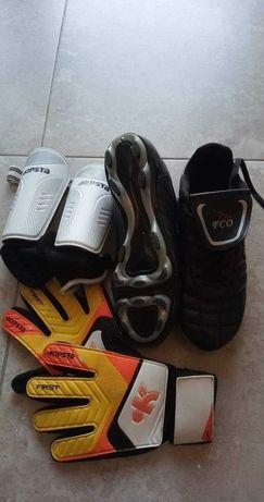 Buty korki rozmiar 39+ rękawice i nagolenniki