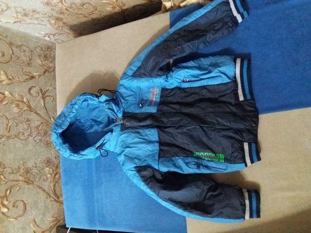 Курточка для мальчика деми на 5-6 лет