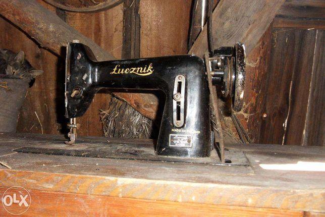 Sprzedam -starą maszynę do szycia firmy Łucznik
