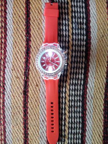 Стильные дизайнерские наручные часы