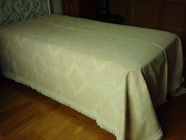 Colcha cama de casal feita ao tear - da Lixa