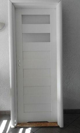 Drzwi biale wewnetrze oscieznica