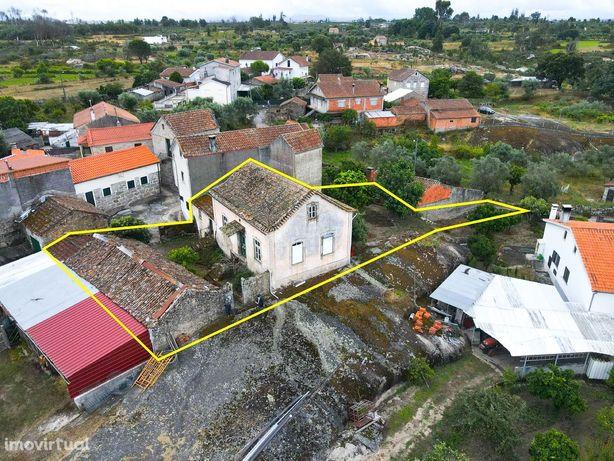 Casa para reabilitação com quintal em Oliveira do Hospital