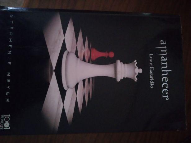 Livro Amanhecer da saga Twilight 5€