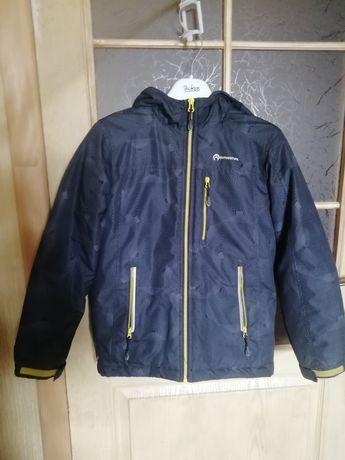 Продам осеннюю куртку на рост 140см