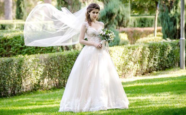 Свадебное платье со шлейфом + фата в подарок!