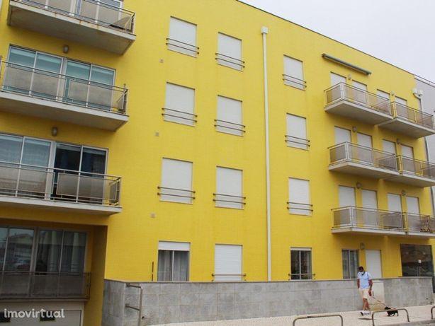 Apartamento T2 em Condomínio Fechado na 1 linha da Praia