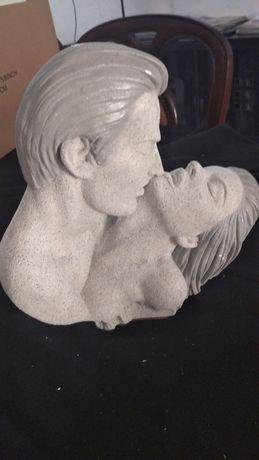 Estatuetas de casal em gesso