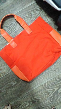 Женская сумка оранжевого цвета