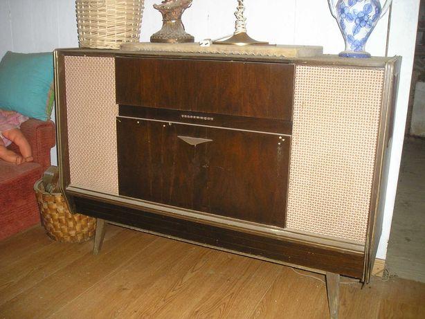 Móvel rádio giradiscos antigo da Telefunken