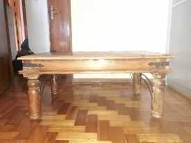 Mesa de apoio em madeira rústica