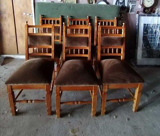 8 cadeiras madeira em castanho  estufados