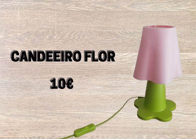Candeeiro Ikea em formato flor