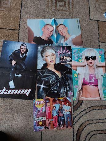 Plakaty, artykuły prasowe, wycinki z gwiazdami