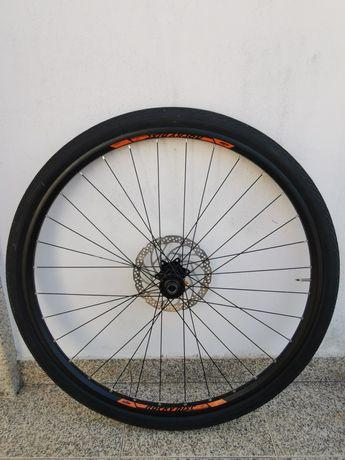 Rodas 29 Boost com pneus