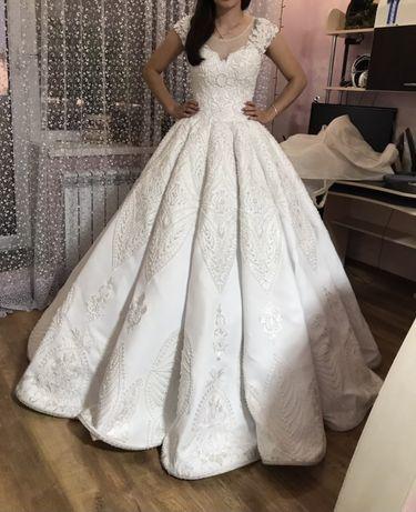 Свадебное королевское платье (трубы или кекс)