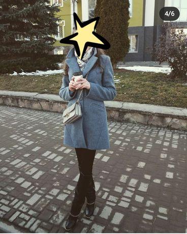 Жіноче шерстяне пальто