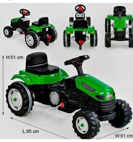 Трактор детский красный