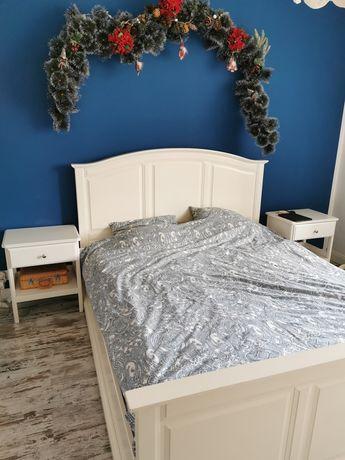 Piękne łóżko Ikea z szafkami nocnymi