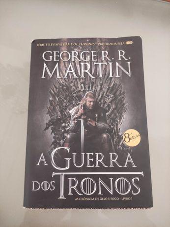 Livros 1 e 2 da Guerra dos Tronos.
