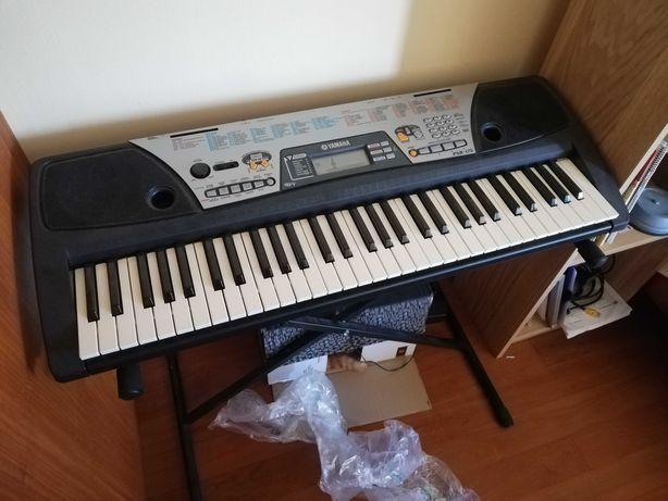 Piano Teclado Yamaha PSR 175 com estante