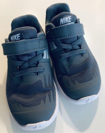 Sprzedam buty chłopięce firmy Nike rozm. 26 cm