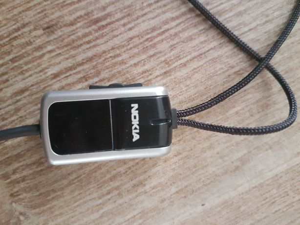 Fones de ouvido / Auriculares / Earphones antigos Nokia GRÁTIS
