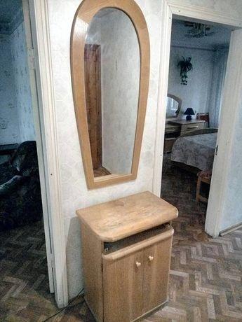 Продам тумбу с зеркалом для прихожей