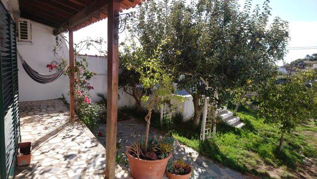 Casa com jardim na aldeia