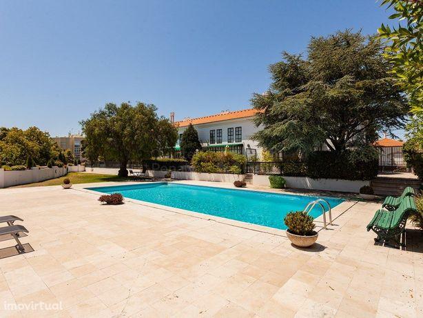 Moradia T4 com piscina e jardim, em condomínio privado, P...