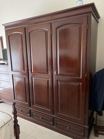 Mobilia de quarto em bom estado