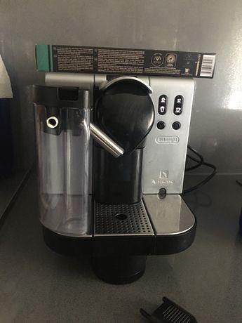 Maquina Nespresso Lattissima Delonghi